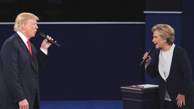 Trump iyo Clinton oo ka qaybgalaya dood labadooda dhexmartay
