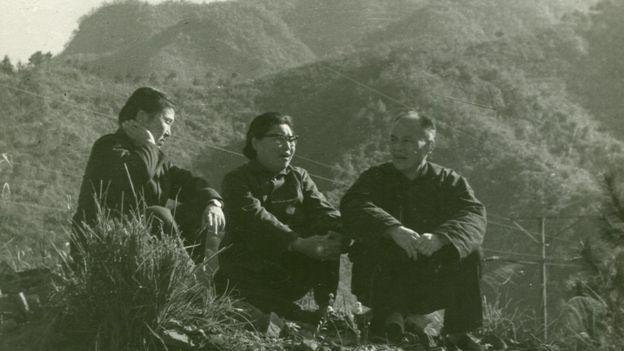 1975年11月,李锐的两个姐姐到磨子谭看望刚出秦城监狱的李锐