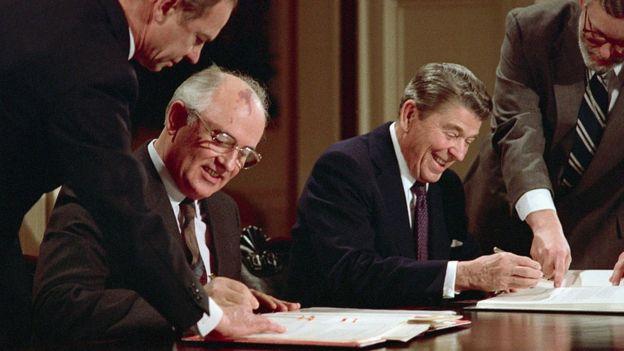 Mihail Gorbaçov ve Ronald Reagan