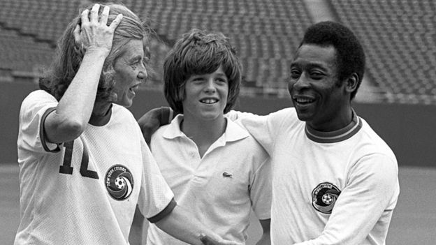 Eunice Kennedy com Pelé e uma criança não identificada em 1971