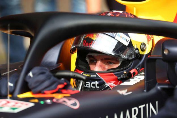 Un piloto de F1 en su auto