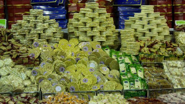 بيع الحلويات ينتشر في دول عربية وإسلامية بهذه المناسبة