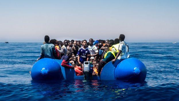 Muhaajiriin badan oo Afrikaan ayaa naftooda khatar ku geliya badda Mediterranean-ka si ay u gaaran Yurub