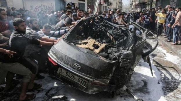 سيارة تعرضت للقصف