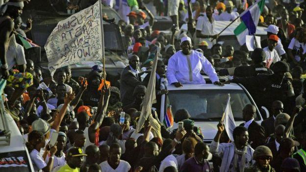 Le retour du Président Barrow de Dakar a été une liesse populaire à Banjul.