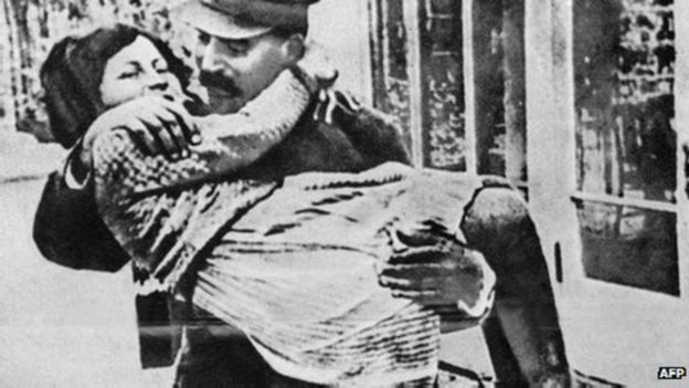 Con gái duy nhất Svetlana được Stalin yêu quý