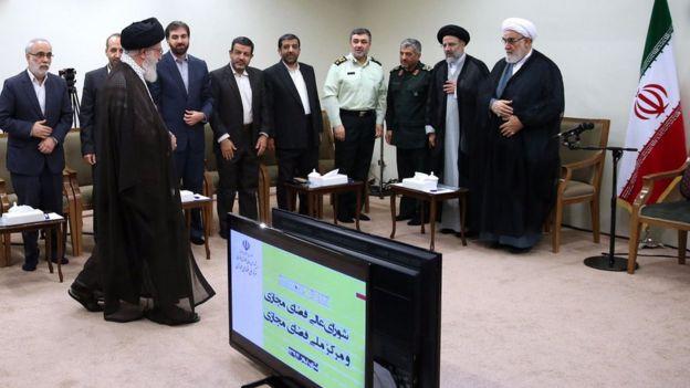 دیدار رهبر ایران با اعضای شورای عالی فضای مجازی در شهریور ۱۳۹۴