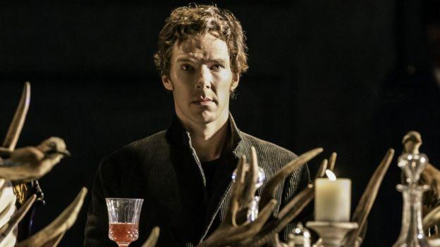 """Бенедикт Камбербетч у ролі принца Данського в театральній постановці """"Гамлета"""""""