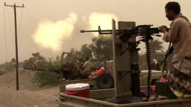 السعودية تقود تحالفا عسكريا في اليمن دعما للرئيس عبد ربه منصور هادي في مواجهة الحوثيين وأنصارهم