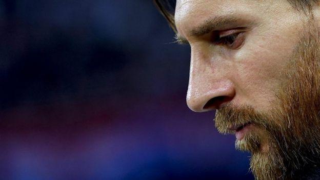 Lionel Messi cabizbajo tras una derrota en el pasado Mundial de Rusia 2018.