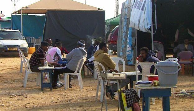 Migrantes africanos no centro de detenção de Holot
