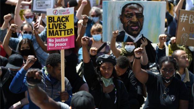 Представители движения Black Lives Matter прошли маршем по центру Лондона