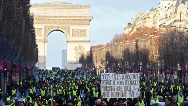 Protesters march from the Arc de Triomphe - 8 December