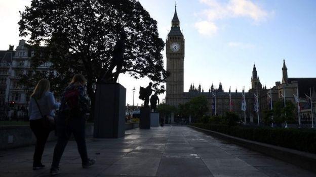 27 nước thành viên EU nay đối diện một quốc hội Anh chia rẽ trong một nước Anh chia rẽ