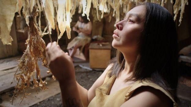 Escena de la película en la que se muestra a Hlaaya, la madre del niño muerto.