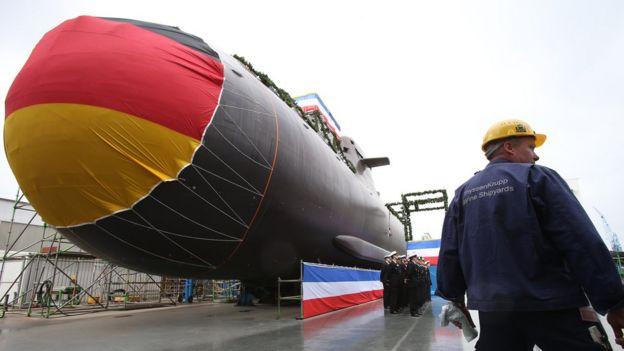 Un submarino alemán, a punto de su botadura en la ciudad alemana de Kiel.