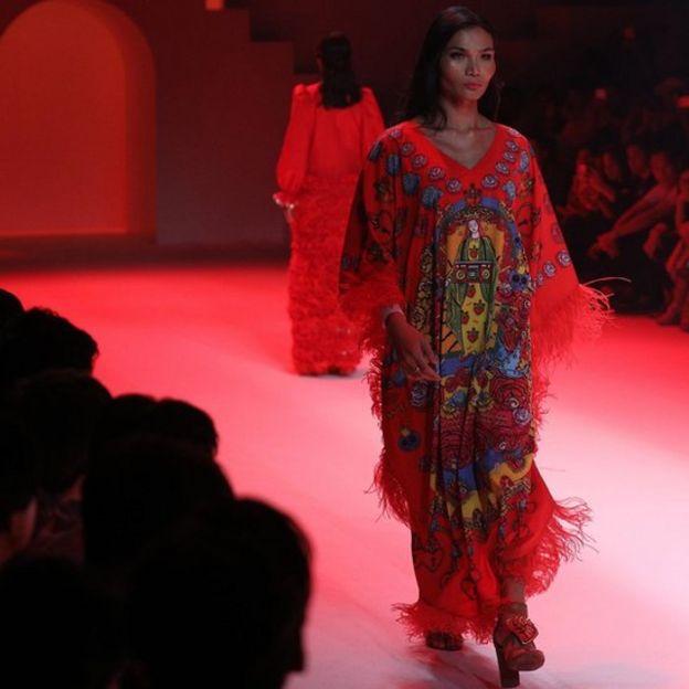 Mimi Tao tự tin trên sàn catwalk của Bangkok Fashion Show hôm 28/3