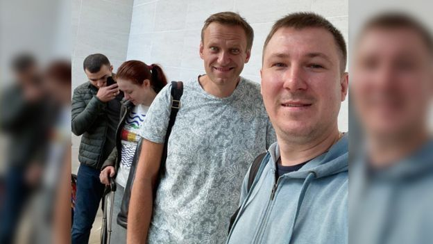 Ilya Ageev with Alexei Navalny before the flight