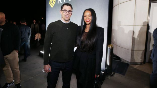 Scaringe y Rihanna