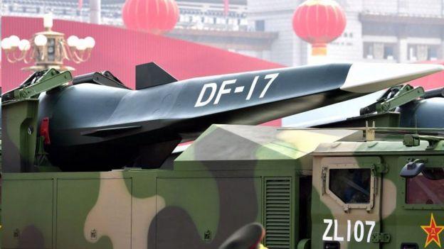 中國軍隊還裝備了世界第一款超高音速滑翔導彈東風-17。