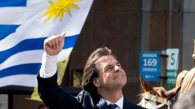 Luis Lacalle em seu desfile de posse