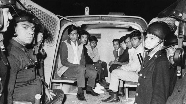 Estudiantes detenidos en los hechos de la matanza de Tlatelolco.