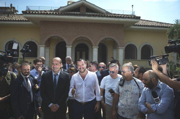Salvini outside seized Casamonica villa, 21 Jun 18