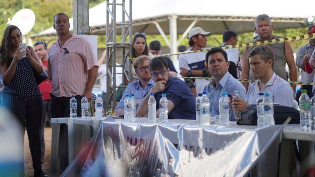 Mesa da reunião entre atingidos pela lama e representantes da Vale no Parque da Cachoeira, em Brumadinho, em 5 de fevereiro de 2019