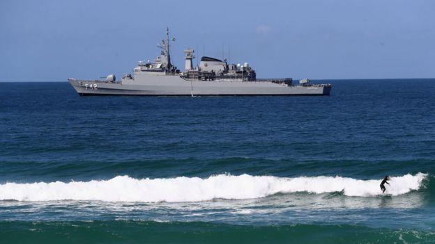 Buque militar en la costa de Brasil