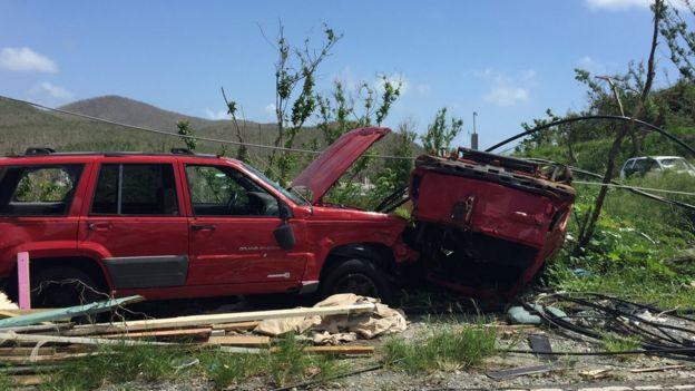 Carros destruídos