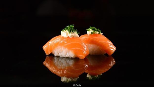 Hai miếng sushi nigiri chứa khoảng 0,5g muối - nhưng 1 thìa canh xì dầu rưới vào là 2,2g, tổng cộng là 2,7g