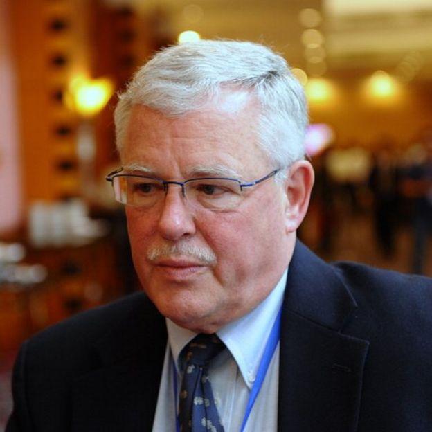 Giáo sư Carl Thayer, từ Úc