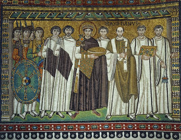 Mosaico da igreja na Itália mostra o imperador bizantino Justiniano rodeado por seu séquito
