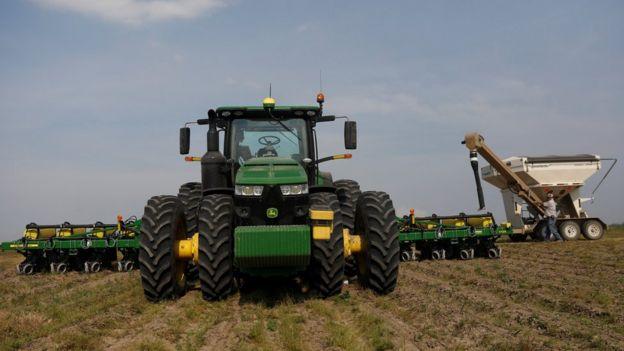 美國政府早前宣佈將向當地大豆農民提供補貼,減低貿易戰對他們的影響。