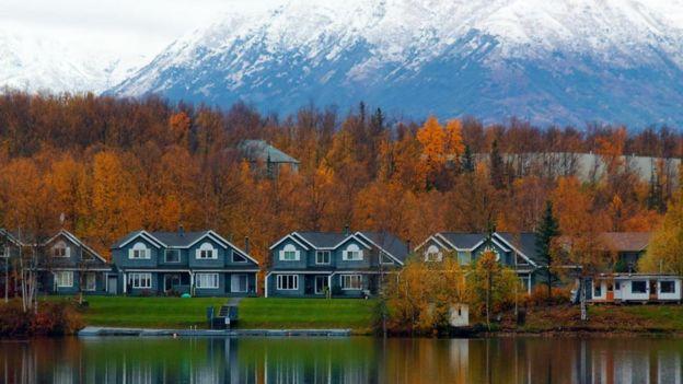 Casas junto al lago en el distrito de Mat-Su