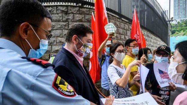 亲北京示威者在美国驻港总领事馆外抗议