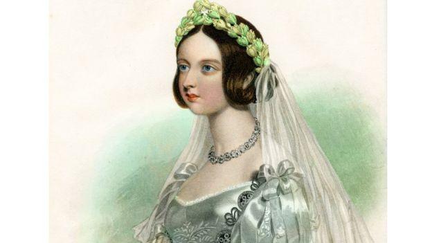 Королева Викторич в свадебном платье