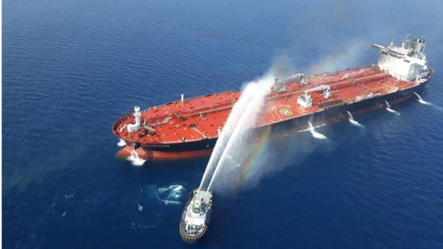 أحد قوارب الإطفاء الإيرانية