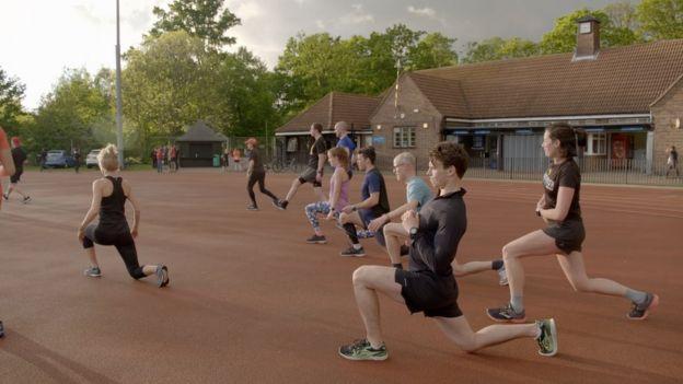 Pessoas praticando exercício