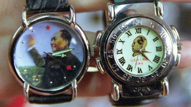 Relojes con la figura de Mao Zedong.