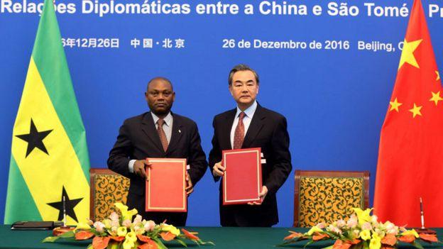中國大陸與聖多美恢復外交關係。