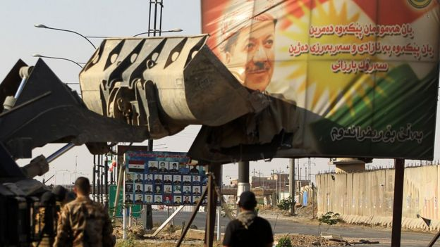 Barzani portresinin buldozerle yıkılması