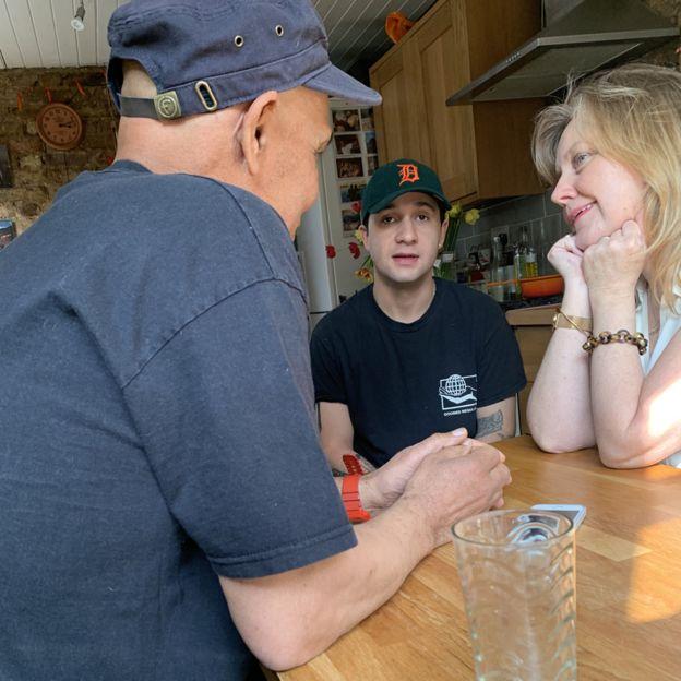 Tony, Morgan e Sue Elliott-Nicholls