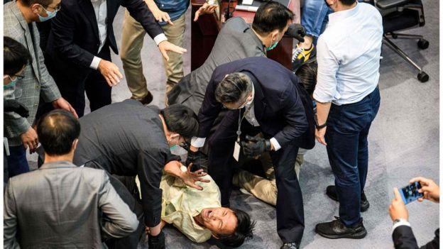 香港立法会近日发生多次冲突。
