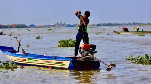 Hầu hết người dân sống bằng nghề đánh cá, cuộc sống mưu sinh cần có nguồn nước của Biển Hồ
