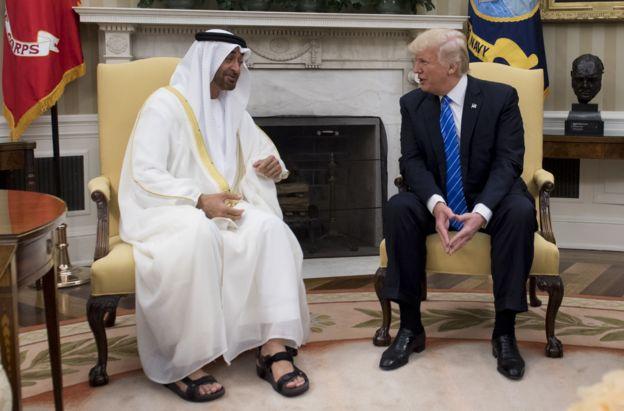 محمد بن زاید به شکل رسمی ولیعهد است. اما به دلیل بیماری برادرش، عملا به حاکم دو فاکتوی امارات تبدیل شده؛ وضعیتی که تا اندازهای به موقعیت محمد بن سلمان در عربستان بیشباهت نیست