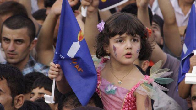 أرشيف، طفلة عراقية ضمن مسيرات التأييد لقائمة حركة