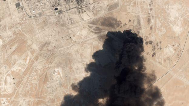 کارشناسان محیط زیست از آلودگی محیط زیستی ناشی از حمله به تاسیسات نفتی در خاورمیانه ابراز نگرانی کردهاند