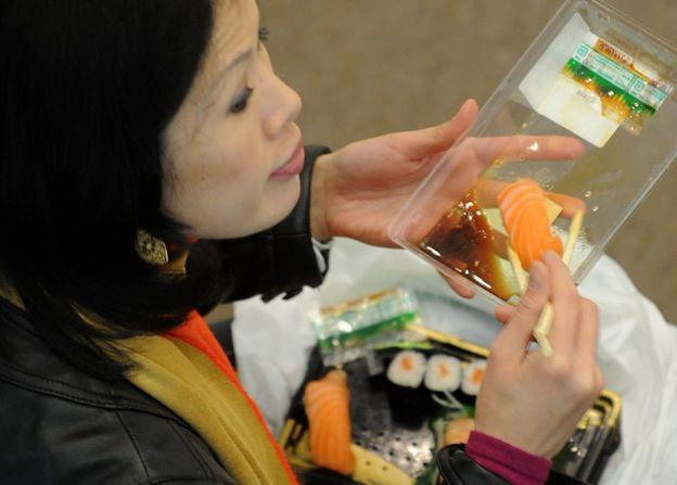 三文魚生魚片受到廣大消費者喜愛。
