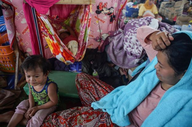 Displaced Filipino villagers take shelter at a gymnasium turned into a temporary evacuation center as fighting between Islamist militants and government forces continues in Marawi City, Mindanao Island, southern Philippines, 5 June 2017
